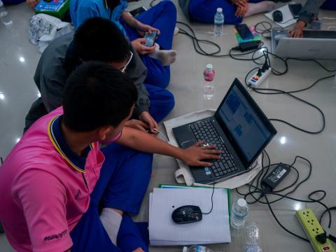 อบรมคอมพิวเตอร์ สำหรับนักเรียน ม.1 การเขียนโปรแกรมควบคุมหุ่นยนต์